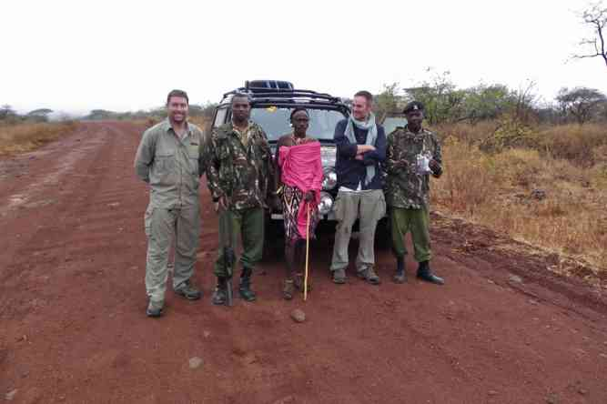 Chris Rawlings, Steve Mackenney & Kenyan locals by Max Adventure