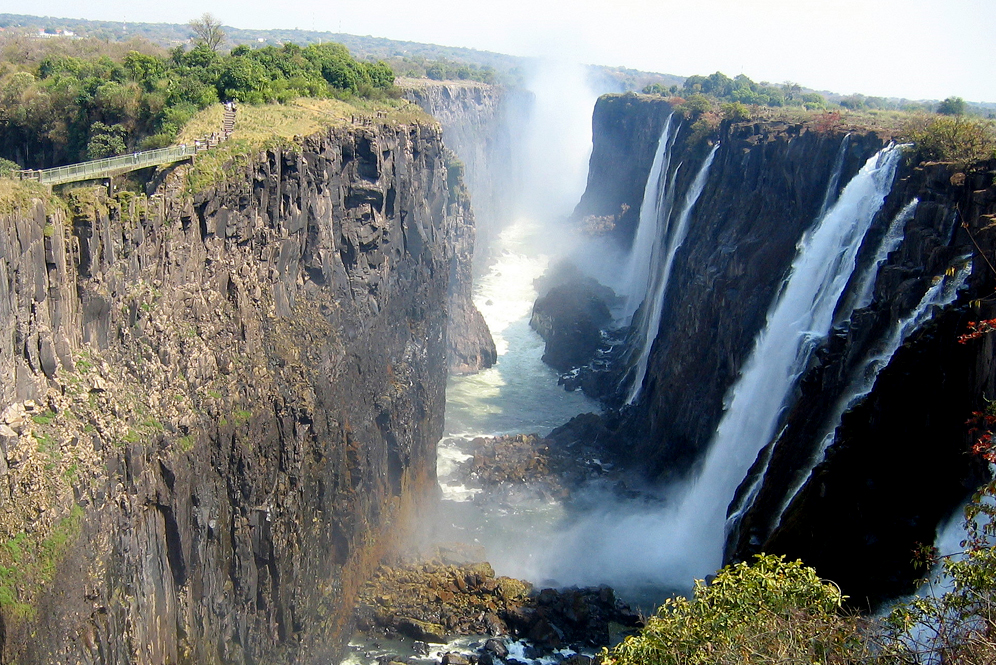 victoria falls zimbabwe vs zambia which side would be a better